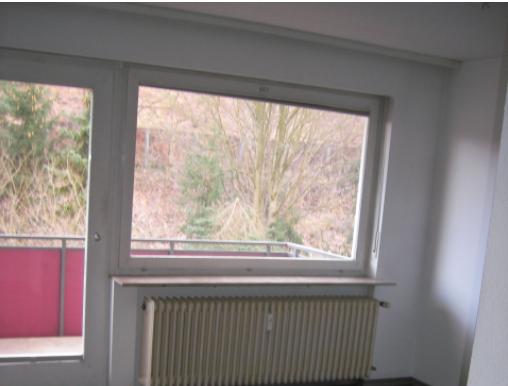 Fenster mit Blick auf Balkon